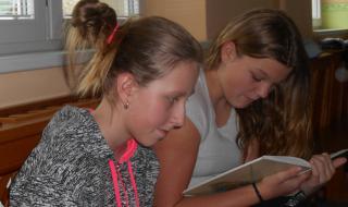 Každou středu se těšíme na pohádku, kterou nám přijdou přečíst školáci ze svítkovské ZŠ